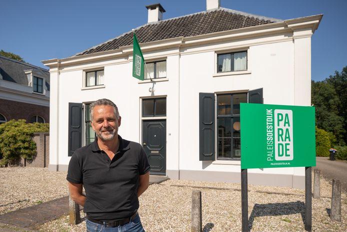 Frans van der Avert, directeur van Paleis Soestdijk, bij het informatiecentrum.