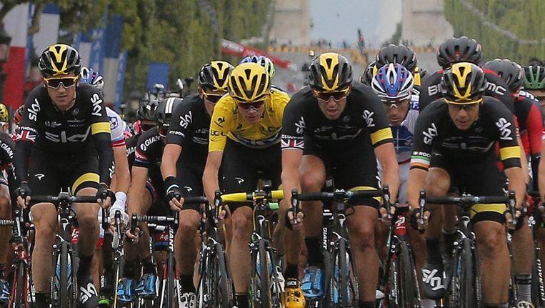 Chris Froome in de gele trui. Beeld ap