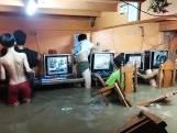 Opmerkelijke beelden: gamers in de Filipijnen niet te stoppen door typhoon