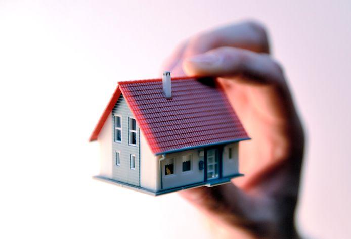 Wie een sociale woning huurt, mag niet tegelijkertijd een eigen woning bezitten.
