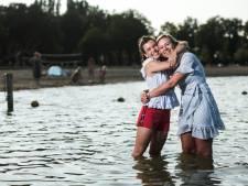 Suze Meek (26) had borstkanker en duikt zondag het water in tijdens Swim to Fight Cancer