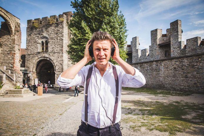 Comedian Wouter Deprez blikt terug op het ontstaan van het Gravensteen met een audiotour.