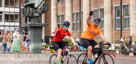 Yoeri en Jonathan uit Hengelo fietsen voor de Hartstichting 699,9 kilometer in 6 dagen