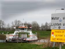 Zonder contant geld kun je de overtocht op de pont bij Wijk bij Duurstede vergeten: 'Sta er niet om vliegen te vangen'