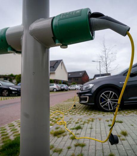 Je auto opladen aan een lantaarnpaal? In Utrecht en Houten willen ze het mogelijk maken