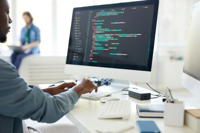Jonge ICT'ers zien hun loon sneller stijgen.