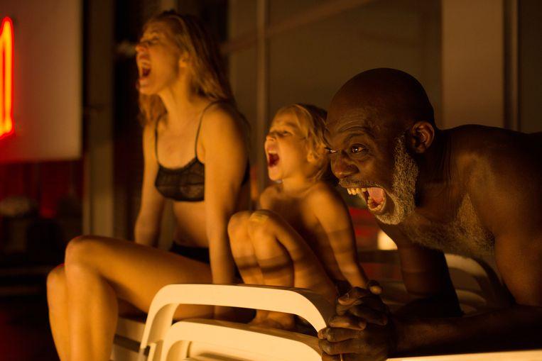 Evelyne Brochu, Zuri François en Eriq Ebouaney in 'Le passé devant nous'. Op zoek naar intimiteit tussen moeder en kind. Beeld Jo Voets for Savage Films