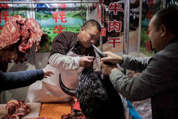 Dans leur récent rapport sur les origines de l'épidémie de Covid, les experts de l'OMS ont souligné qu'un marché de Wuhan, la métropole chinoise où ont été signalés les premiers cas, semble avoir été l'un des plus importants points de diffusion de la pandémie à la fin de 2019 (archive d'illustration)
