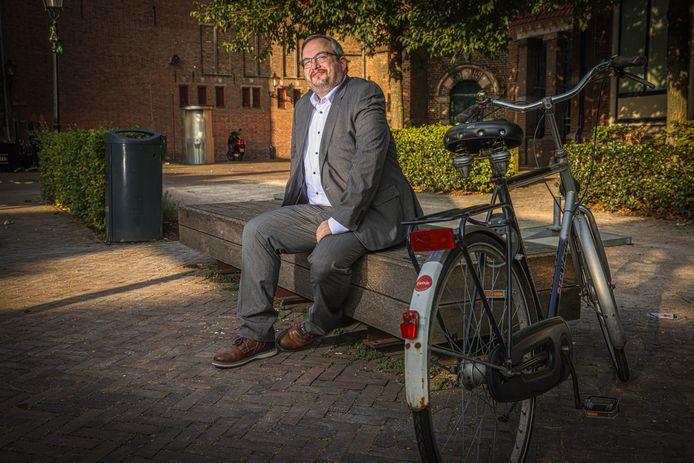 Frank Futselaar (SP) stopt na de Tweede Kamerverkiezingen van maart volgend jaar als SP-Kamerlid. Hij gaat weer lesgeven op het Saxion. ,,Ik heb het onderwijs best erg gemist.''
