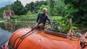 """Hamish kweekt zelf groenten op de boot: """"Ik vrees dat die de tocht over het kanaal niet zullen overleven."""""""