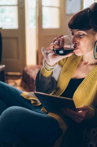 """Van 'quarantwijnen' naar een drankprobleem(pje)? Expert: """"Alcohol is dit jaar onze teddybeer. Maar het is ook een wolf in schaapskleren"""""""