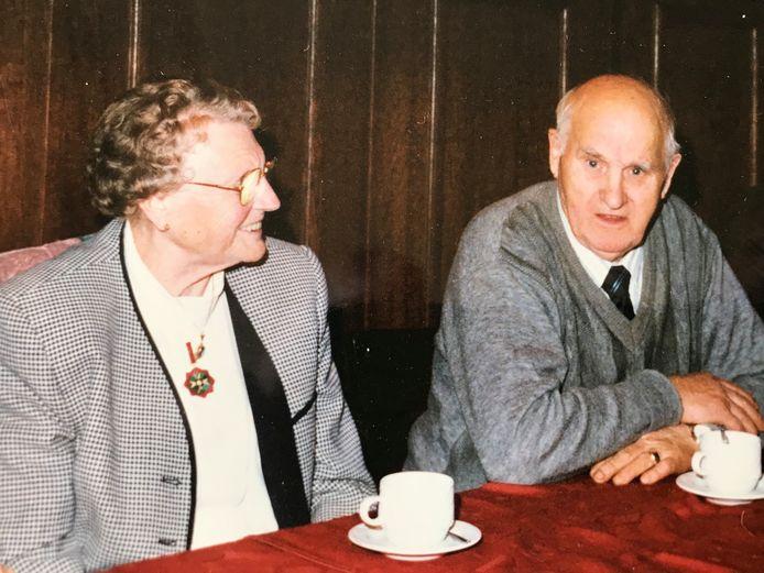 Peter van Vlerkens roman 'De zwarte kersen van Maria' speelt op 't Broek in Mierlo en wordt verteld vanuit het perspectief van tante Maria (van ome Piet).