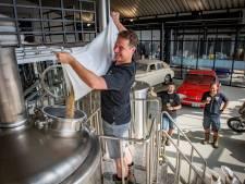 Vrienden uit Zutphen brouwen eerste bier in gloednieuwe brouwerij op 'horecahotspot'