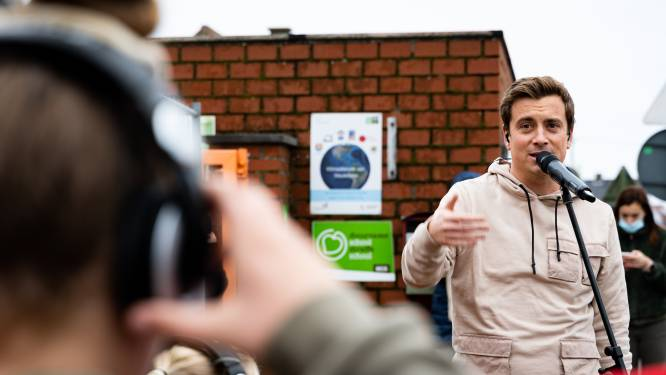 Ontroerend: Niels Destadsbader verrast twee meisjes die hun moeder verloren met bijzonder optreden