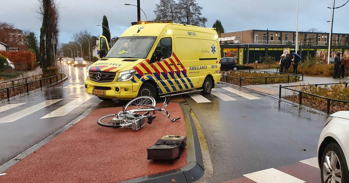 Fietsster zwaargewond bij aanrijding in Druten.