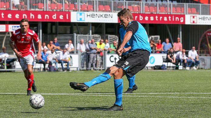 Steve Schalkwijk schoot tegen Dovo twee strafschoppen binnen.