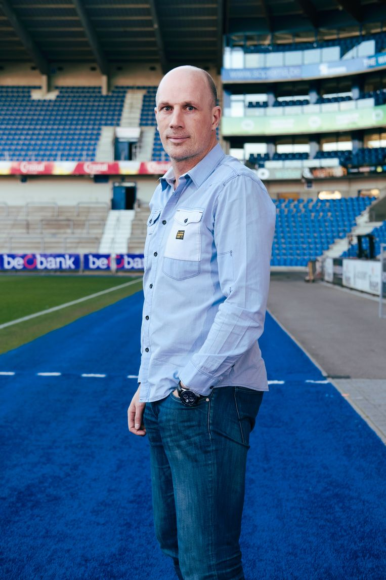 """Philippe Clement: """"Het voetbal brengt elke week veel kinderen op de been. Dat is mooi én belangrijk."""" Beeld Damon De Backer"""