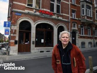 """Tournée Générale: Oudste cafébazin van Leuven Germaine (78) drinkt haar eerste gin-tonic... op een ander: """"Ik heb geen terras, dus moet ik naar de Carlisse"""""""