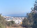 Het nieuw opgezette kamp op Lesbos - kamp RIC - grenst direct aan de zee.