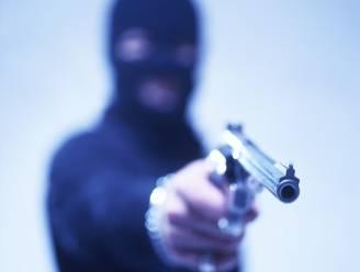 """Man overvalt tankstation met briefje: """"Ik heb een pistool"""""""