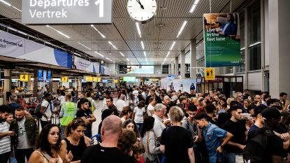"""Vliegtuigen kunnen weer tanken op Schiphol: """"Maar hou rekening met vertragingen"""""""
