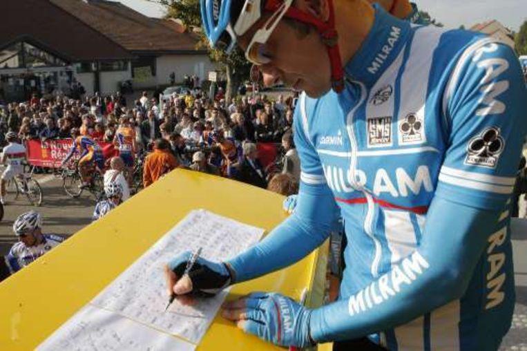 Erik Zabel tekent zijn laatste startlijst af. Beeld UNKNOWN