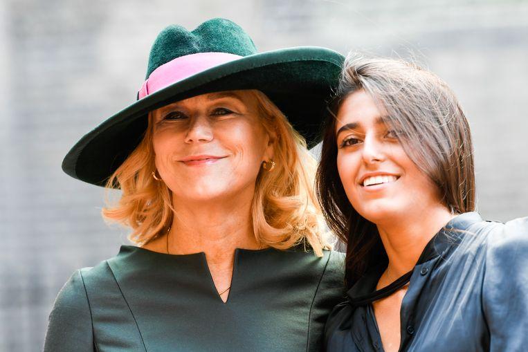 Sigrid Kaag, minister voor Buitenlandse Handel en Ontwikkelingssamenwerking, arriveert met haar jongste dochter Inas bij de Ridderzaal op Prinsjesdag. Beeld Anp