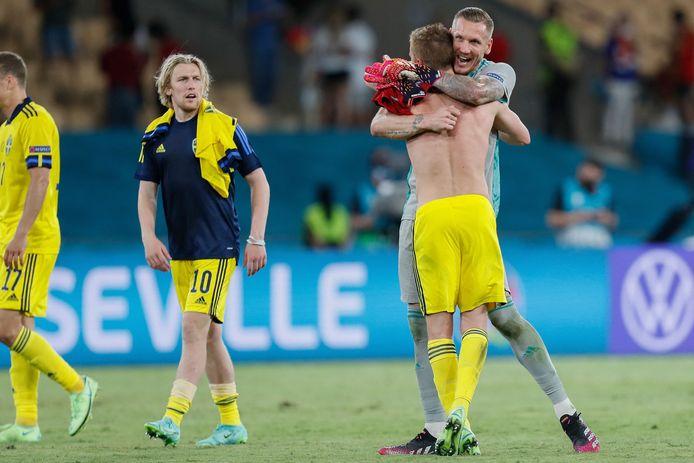 De Zweden vieren het gelijkspel.