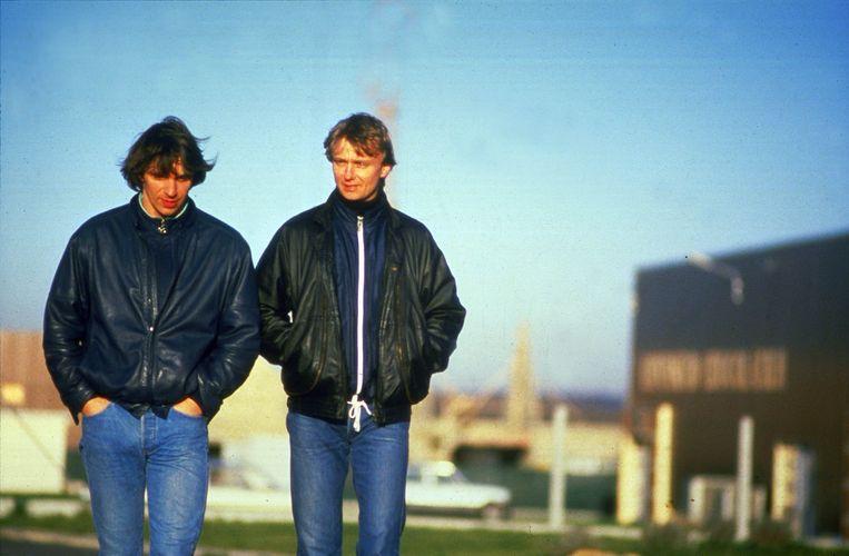 Willem Holleeder (L) en Cor van Hout (R), twee van de ontvoerders van Freddy Heineken, in het Franse Beauvais in afwachting van hun uitlevering.