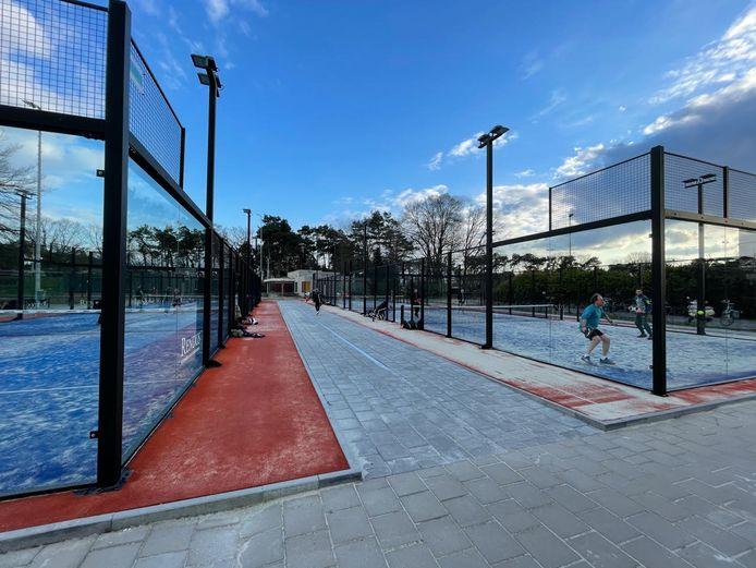 Tennisvereniging Valkenswaard (TVV) beschikt sinds kort over 2 extra padelbanen.