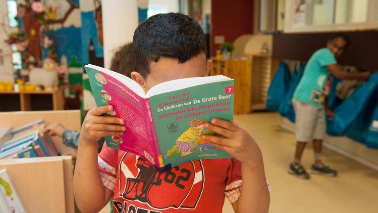 Begrijpend lezen op school zou begrijpend zoeken en begrijpend kijken moeten worden. Beeld Hollandse Hoogte
