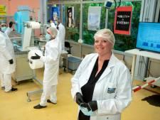 Arnhemse Mondmaskerfabriek mag eindelijk mondkapjes gaan leveren aan overheid: 'Superfijn dat het is gelukt'