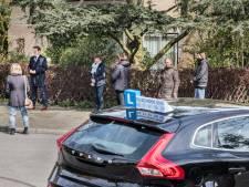 Gemist? Den Haag controleert op inkomen huurders  en Rijswijkse buurt wordt gek van lesauto's