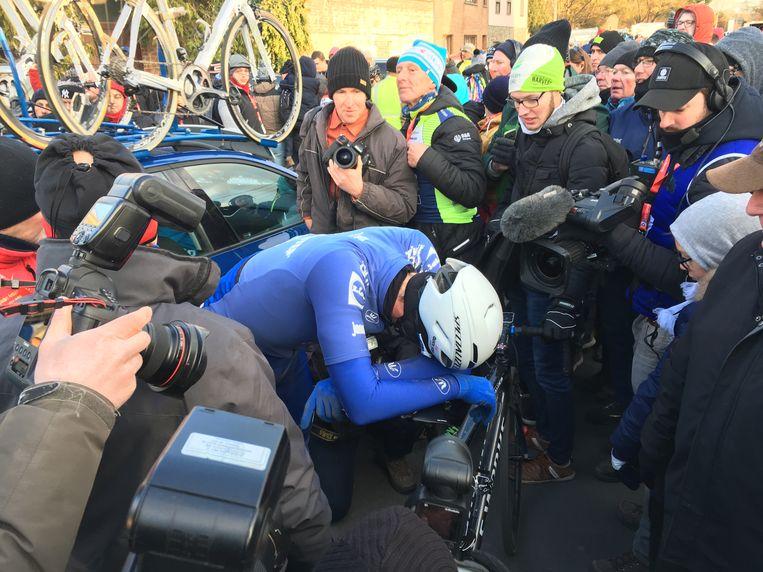 Niki Terpstra, meteen na de finish in Le Samyn: kapot, versteven van de kou en emotioneel.