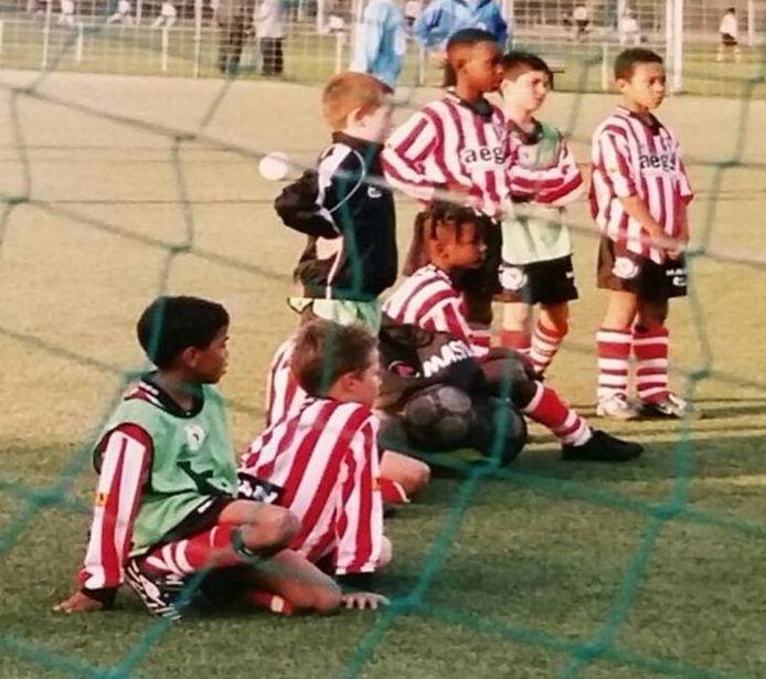 Het kampioenselftal van de E-junioren van Sparta, seizoen 2003/2004. Eerste van links: Lewi Leite. Vijfde van links: Jetro Willems. Helemaal rechts Memphis Depay.