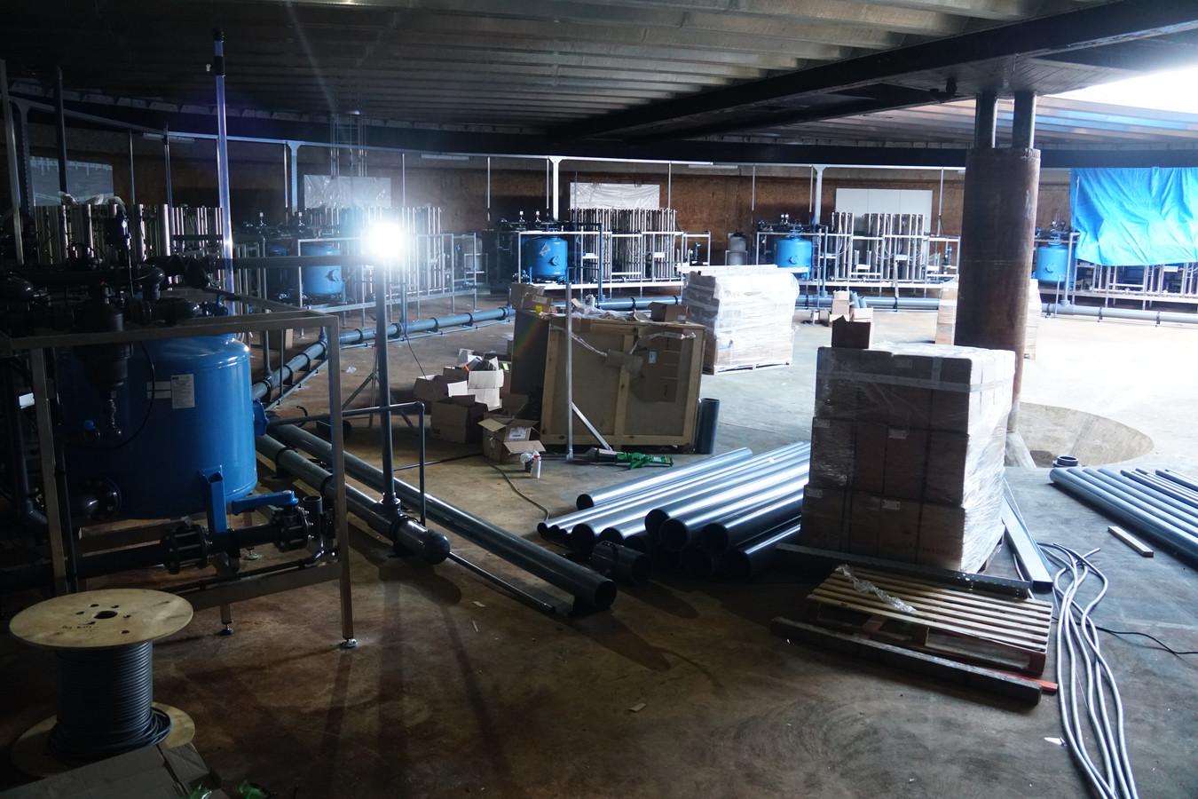 De filterruimte met tien machines wordt gebouwd in een bestaande ruimte: voorbezinktank van de zuiveringsinstallatie die niet meer in gebruik was.
