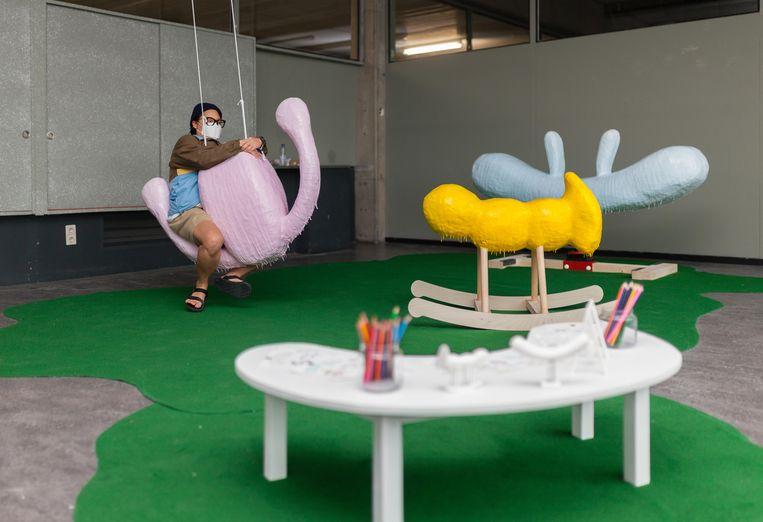 Afstudeershow Gerrit Rietveld Academie: presentatie van Jin Lee. Beeld Nina Schollaardt