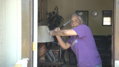 Dief klopt aan bij verkeerde huis, oma slaat hem in elkaar met honkbalknuppel