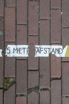 1,5 meter passé: verweerde stickers en bordjes lijken iets uit een ander tijdperk