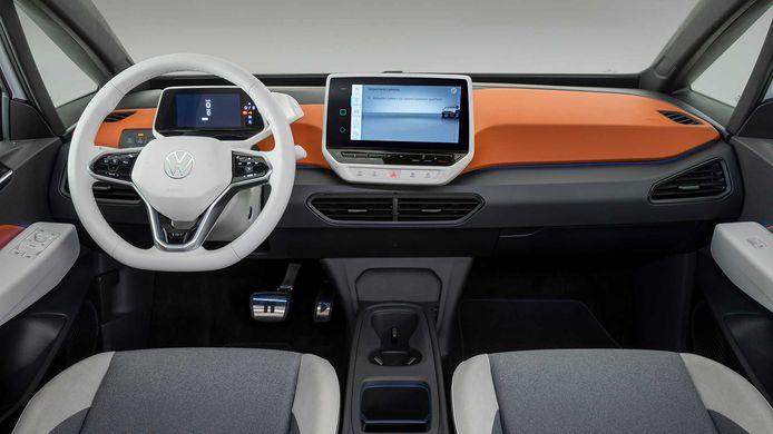 Witte bedieningselementen 'als bij een smartphone' en oranje inleg: durf in VW-stijl