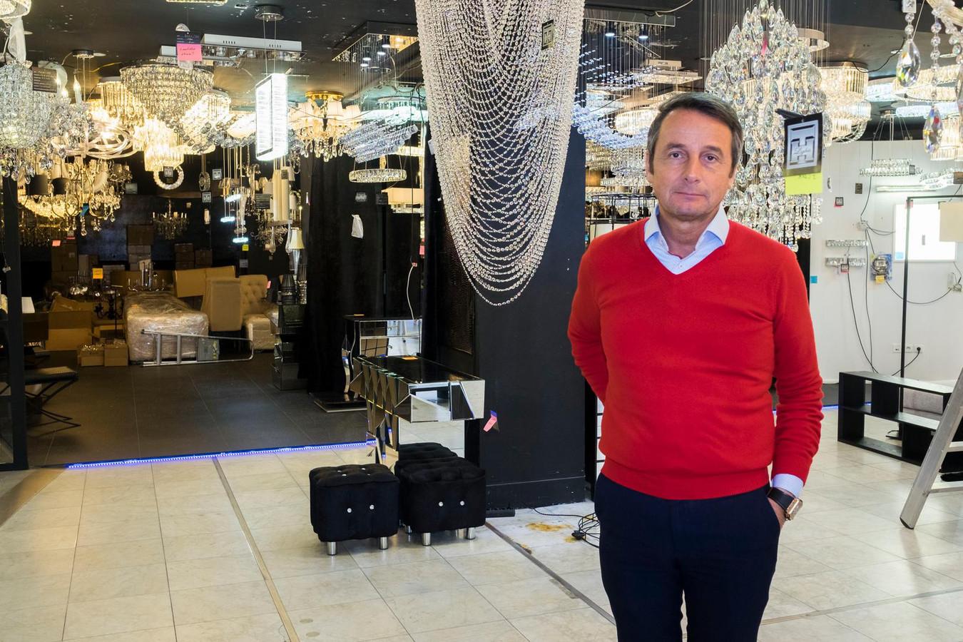 Thierry Huion is zaakvoerder van verlichtingszaak TH Lights op de Bredabaan.