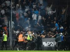 Golf aan supportersrellen in Frans voetbal: 'Alstublieft, alstublieft, welke beelden levert dit op?'