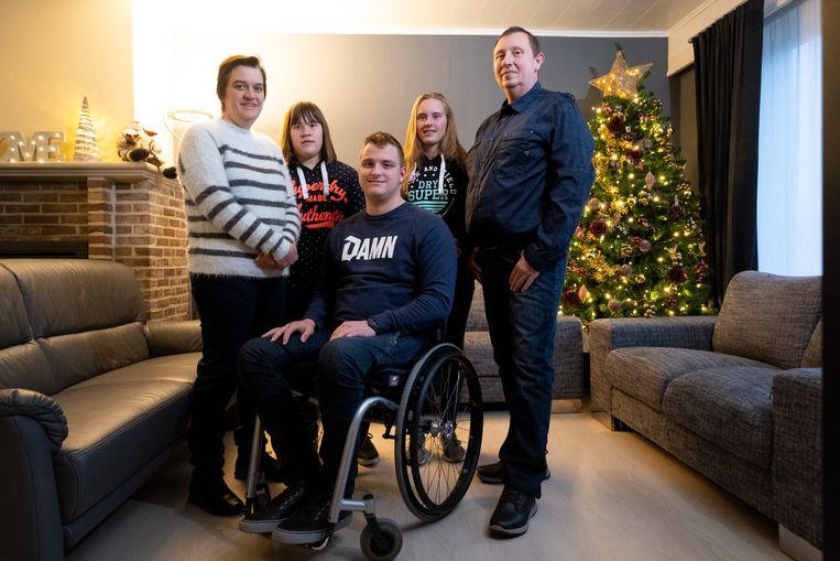 BREENDONK Zion van Den Meerrschout uit Breendonk kwam vorig jaar zwaar ten val met zijn brommer. Nu zit hij in een rolstoel, mogelijks voor het leven.