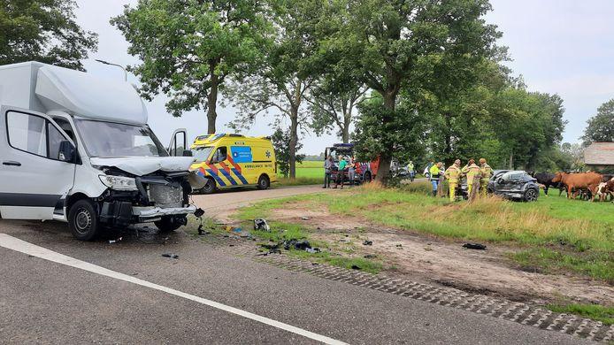 Beide voertuigen liepen forse schade op.