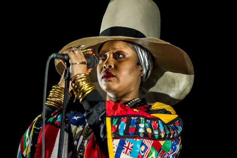 """""""Optreden is mijn belangrijkste bron van inkomen en er is een hele groep mensen die afhankelijk is van de toer"""", stelt de Amerikaanse zangeres Erykah Badu. Beeld ANP Kippa"""