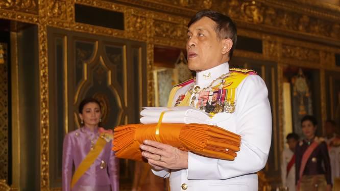 Duitsland tikt omstreden Thaise koning op de vingers na voortdurend protest
