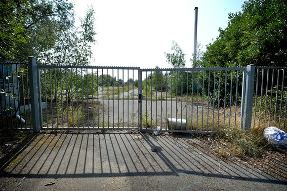 De verlaten Alvat-site is al jaren een kankerplek in de gemeente Buggenhout. Getouwtrek rond de site deed het dossier voor herbestemming geen goed.