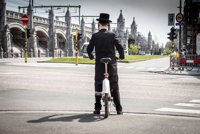Een joodse man aan de Antwerpse Belgiëlei.