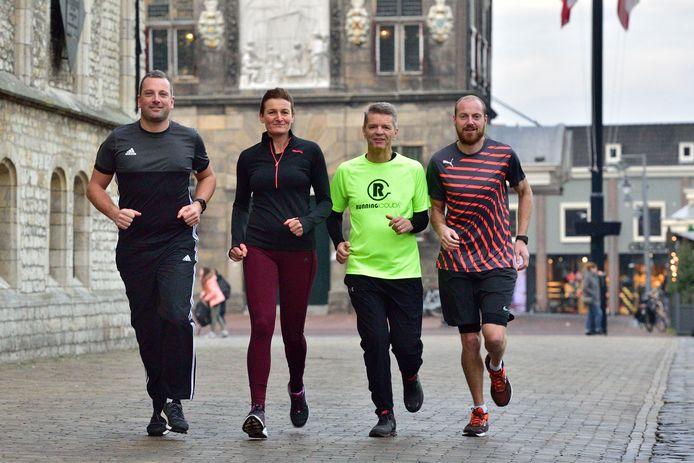 Vera van der Wel wil met een aantal andere lopers Gouda op de kaart zetten met De Halve Marathon van Gouda. Hier met Bart Bezembinder (geelgroen shirt) Pepijn van der Wiel (gestreept shirt) en Stefan Gomes.