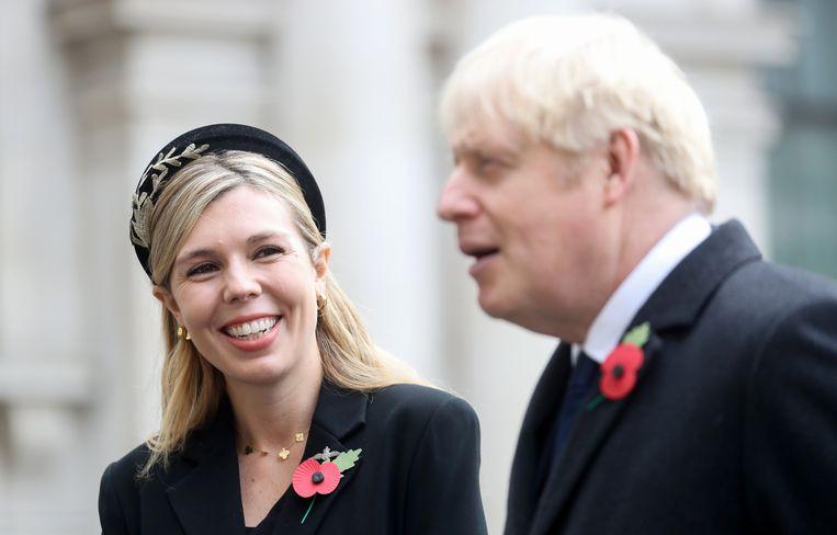 Boris Johnson met zijn verloofde Carrie Symonds. Beeld Photo News